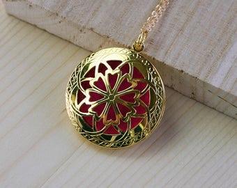 Gold Essential Oil Diffuser Necklace, Diffuse Necklace, Aromatherapy Necklace, Locket Necklace, Gold Locket, Essential Oil Necklace