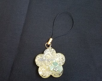 Yellow Flower Cell Phone Charm/Keyring//birthday//gift//anniversaries//graduation//gift for her//flower//spring