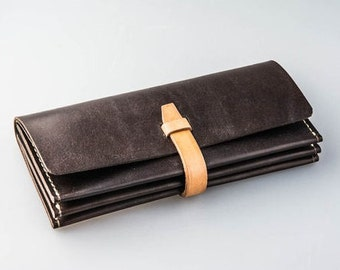 Women's purse made of leather