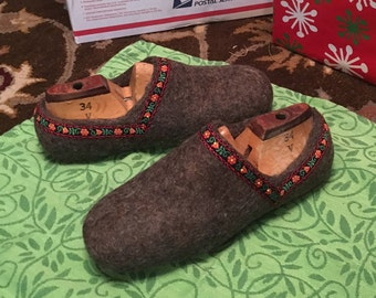 Ladies size 6/7 Felted wool slippers Brown