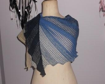 Shawl scarf crocheted by hand Lizard