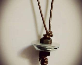 Necklace in leather and steel