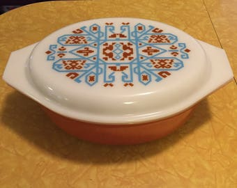 Pyrex Navajo 045 Casserole Dish