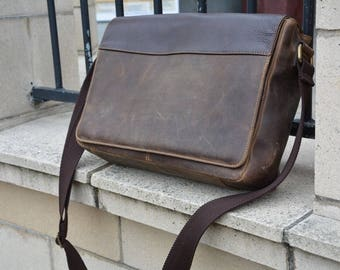 The Kelly Tablet Bag