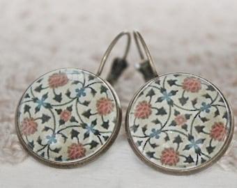 Earrings with cabochon earrings, patterns, vintage earrings, special ear jewelry, beading patterns
