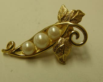 Vintage Costume Faux Pealrs Floral Pin Back Brooch