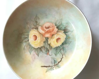 Hand painted by Jess Gleadell shallow china bowl with gold rim.