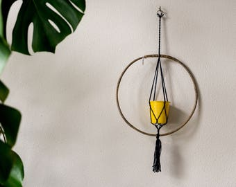 Macramé plant hanger with ring-recycled material