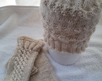 Warm and soft autumn/winter gloves and hat. Hand made, of 100% natural wool is great accessorie for any lady!