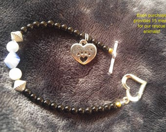Black Blue Glass Beaded bracelet, Heart Paw  Best Friend Charm.   Black , Blue white. animal rescue jewelry. dog cat lovers bracelet.