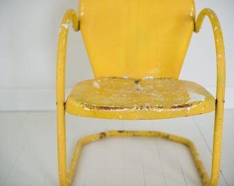 Vintage rusted metal lawn chair - butter yellow