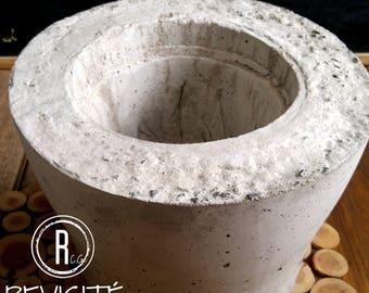 Slim concrete pot
