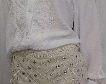 Embroidered cotton and beige lace shorts