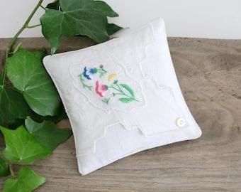 Lavender Drawer Sachet, Vintage Embroidered Hankie Sachet, Bridal Bridesmaid Gift For Her