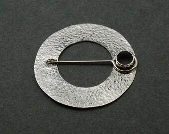 Membrane ringbrooch - silver