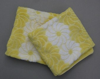 1970s Vintage Yellow Daisy Cannon Bath Towels Pair 100% Cotton Made in USA Excellent Condition