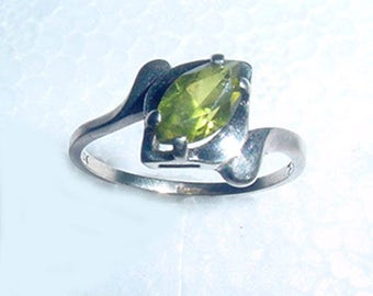 Gold Ring-  Green - Peridot  Stone -  10 kT Ring - Size 6 - Antique White  Gold Ring