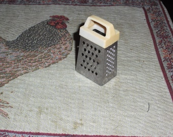 Miniature Box Food Grater