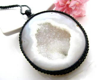 Agate Druzy Necklace / Geode Neckace / Crystal pendant /  Stone jewelry / Healing crystals and gemstones / Druzy / Healing crystal