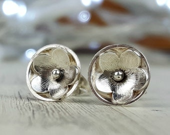 Silver flower earrings, small silver floral studs, blossom earrings, textured silver flowers, daisy earrings, sterling silver studs