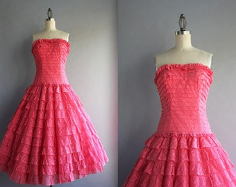 1950s Dress / 50s Party Dress / Vintage 1950s Tiered Lace Strapless Party Dress
