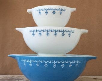 Vintage Pyrex Nesting Bowls Snowflake