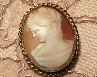 Vintage 1960s Hand Carved Shell Cameo set in Gold Toned Metal