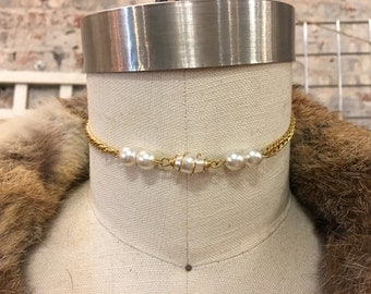 Vintage gold tone chain and pearl choker necklace