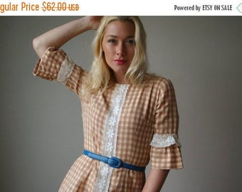 25% OFF SALE 1960s Cream & Cocoa Gingham Dress~Size Extra Small to Small