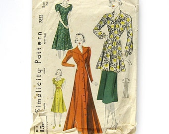 1930s Dress or Housecoat Pattern / Breakfast Coat Button Front Dress / Hostess Robe / / Simplicity 2832 / Size 32