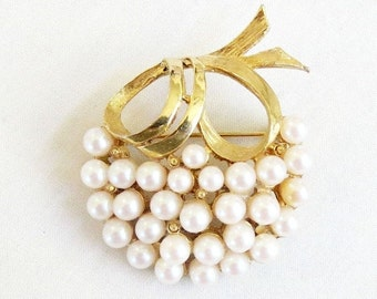 Vintage Pell signed Faux Pearl Brooch or Pin