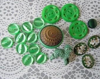 19 Vintage Green Plastic Sewing Buttons Lot Buttons Bulk Buttons Destash Instant Collection