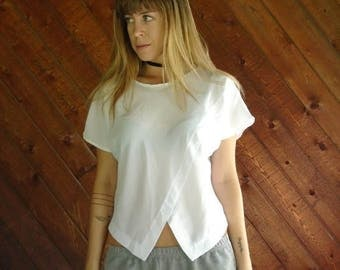 25% off Flash Sale . . . White Triangle Hem Dolman Blouse - Vtg 90s - S/M