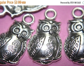 MARCH SALE REDUCED - Large Antique Silver Plated  Owl with Setting on Eyes Pendants -36mmx 22mm- 5 pcs