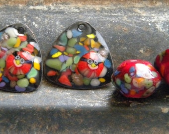 2 Angry Bird Enamel Enameled Copper Earring Charms & 2 Saucer Shaped Lampwork Beads Red Black Mosaic Confetti Look Murrini Barbara Steffen