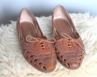 park slope -- vintage classic 80s woven leather huarachas slides size 9