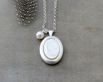 Cameo Locket, Vintage Sterling Silver Locket, Cameo Necklace, Mother of Pearl Locket Necklace, Photo Locket,  Silver Oval Locket, Mom Gift