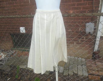 skirt / 80s vintage / aline / classic style / pockets / back zip closure /nubby texture / 30w / 27 length / savannahwillow