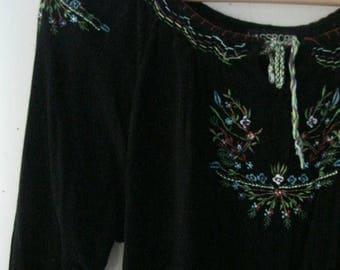 SALE Vintage embroidered blouse / Hippie Boho floral embroidered black Folk Festival top