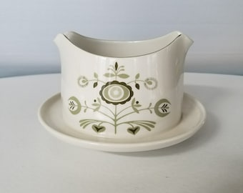Franciscan Discovery Heritage Gravy Boat With Underplate
