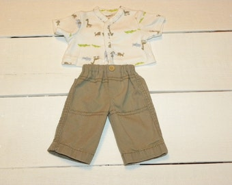 Khaki Pants amd White Patterned Tshirt - 14 - 15 ich boy doll clothes