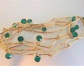 Pretty Vintage Gold Tone Emerald Glass Bar Chain Necklace