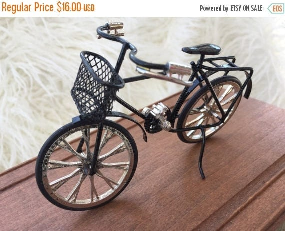 SALE Miniature Black Bicycle, Dollhouse Miniature, 1:12 Scale, Detailed Bike With Basket, Metal, Topper, Gift, Dollhouse Accessory