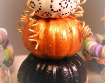 12th Scale Doll House Display Of Painted Spooky Halloween Pumpkins
