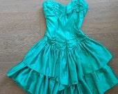 40% off Sale// Vintage 80s EMERALD Teal Green Ruffle Dress (xs)