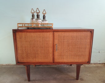 MID CENTURY MODERN End Table or Storage Cabinet (Los Angeles)