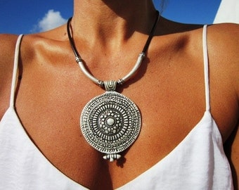 Leather necklace, bohemian necklaces for women, statement necklaces, Pendant necklaces, fashion jewelry, costume jewelry, fashion designer