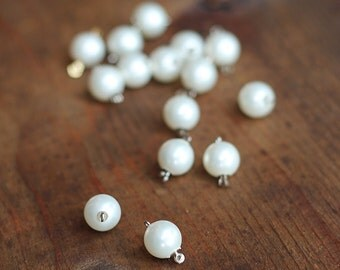 Vintage Pearl Clasp in White