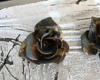 8 pairs Vintage patina paint rusted Roses, metal roses,rose lamp part,vintage roses,grey roses,