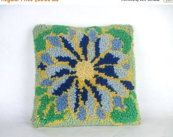 20% OFF SALE flower power, vintage 1970s latch hook throw pillow cover - decorative pillow, dec pillow - green + blue + gold, 15 inch square